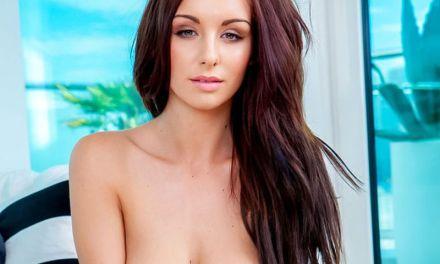 Paige Philips, knappe Playboy brunette met grote borsten