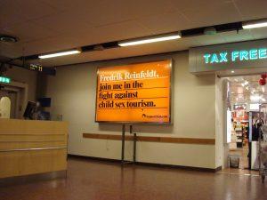 Waarschuwing tegen kindermisbruik op het vliegveld van Stockholm