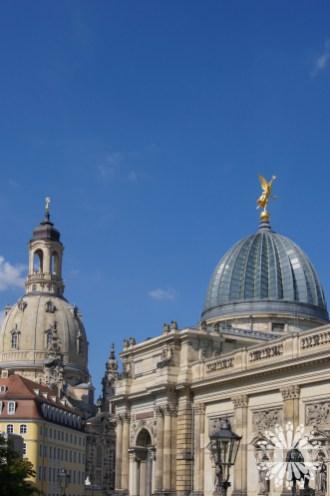 Budynek Albertinum i kościół Najświętszej Marii Panny w Dreźnie; Saksonia, Niemcy.