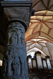 Kolumna z personifikacją cnót w kościele Świętej Trójcy i Najświętszej Marii Panny; Strzelno