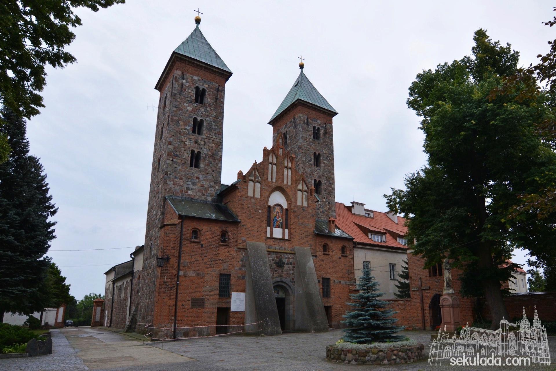 Romański kościół w Czerwińsku nad Wisłą.