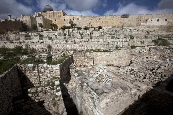Solomon's wall excavated in February 2010 between the the Temple Mount and City of David (Silwan)