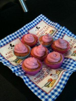 Beeren-Litschi-Cupcakes
