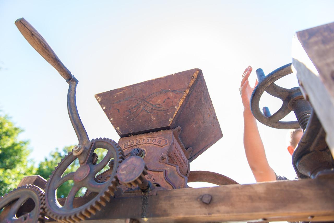Teile einer alten Saftpresse