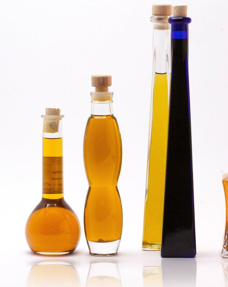 Flaschen mit Ölen