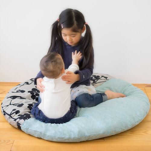 赤ちゃんにおすすめのリビングアイテム、座布団