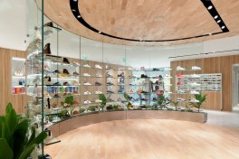 kith-hawaii-store-inside-air-force-1-10