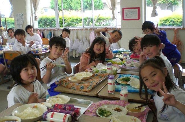 オージーの皆様、「なぜ日本の子供は何でも食べるのに肥満にならないのか?」という疑問にお答えします。