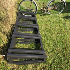 Build a simple bike stand for your garden