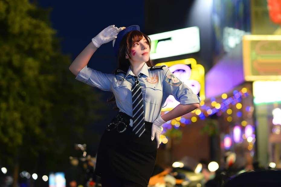 Lindo Cosplay Feminino da D.VA Policial, com uniforme - Overwatch - Cosplay com minissaia temática 01
