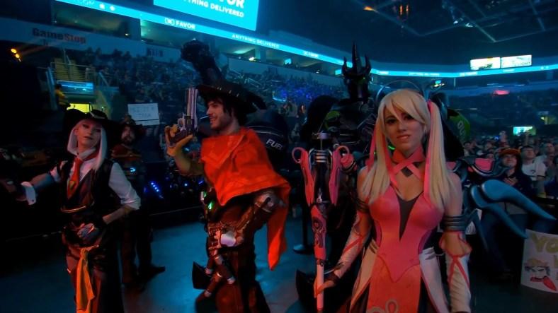 Cosplays na Overwatch League - Mccree - Ashe - Reinhardt e Mercy Rosa - 02