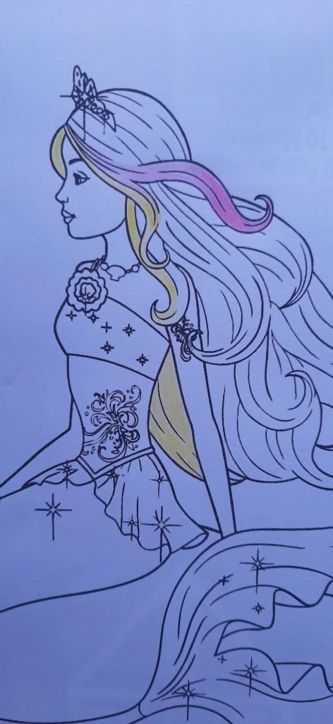 Barbie Sereia - Colorindo um desenho com lápis de cor tradicional - Cabelos longos 01