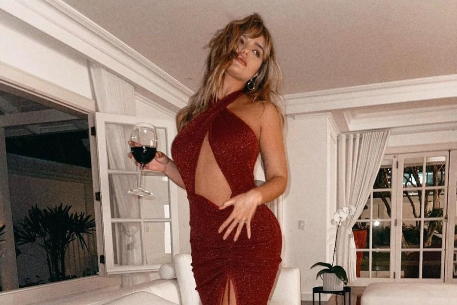 Rafa Kalimann com um belo vestido vermelho - Capa