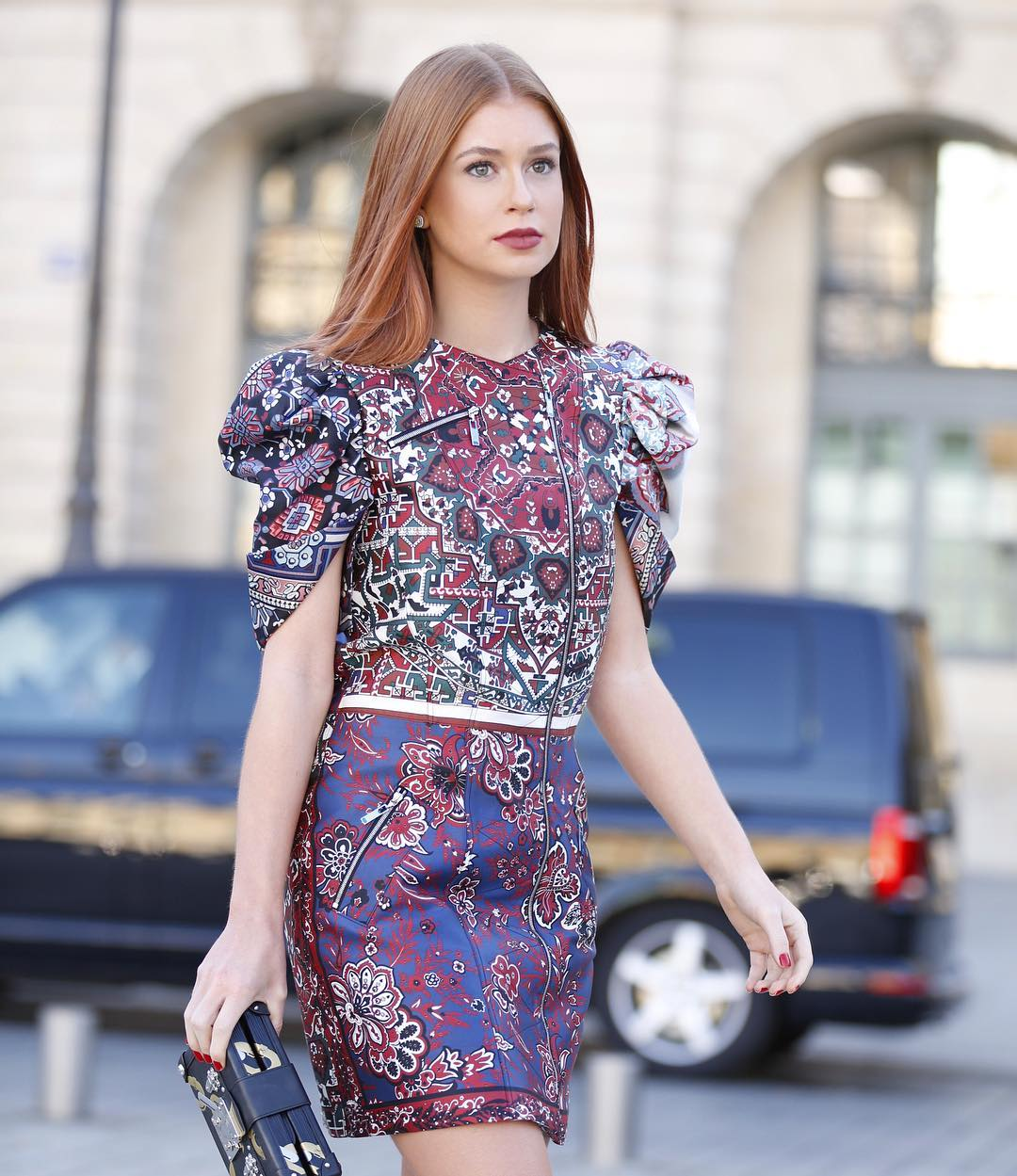 Marina Ruy barbosa com vestido roxo