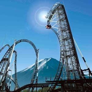 3. La montagne russe la plus vertigineuse du monde, au Japon