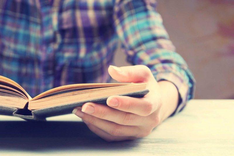 18. J'aimerais que tu commence à lire des livres de poche.