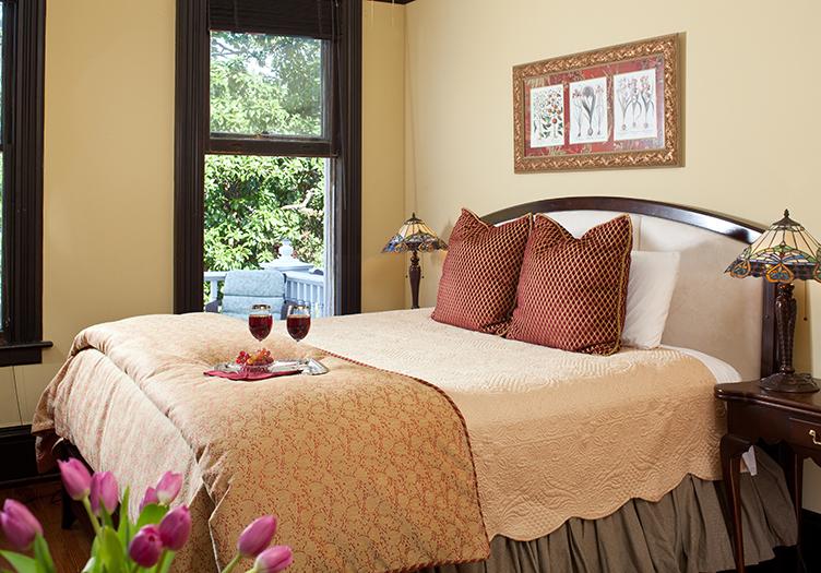 Azalea Inn guest room