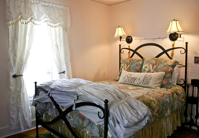 400-west-high-guestroom4