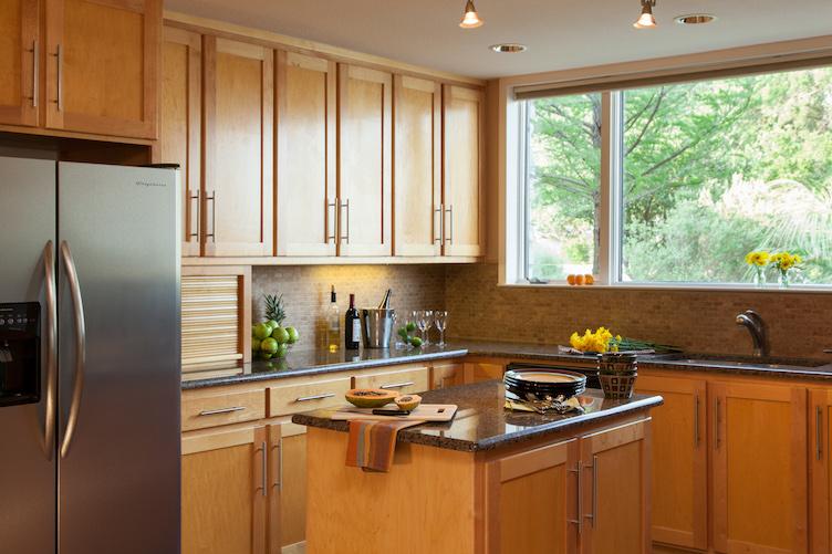 Granbury-Rooms-Lakehouse-kitchen