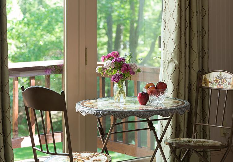 Hawthorn_Inn_Table