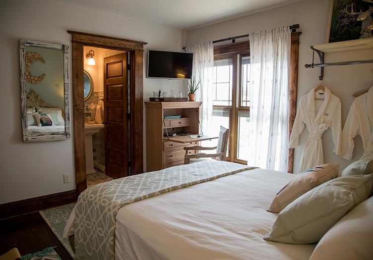 Lincoln-Way-Inn-bedroom2