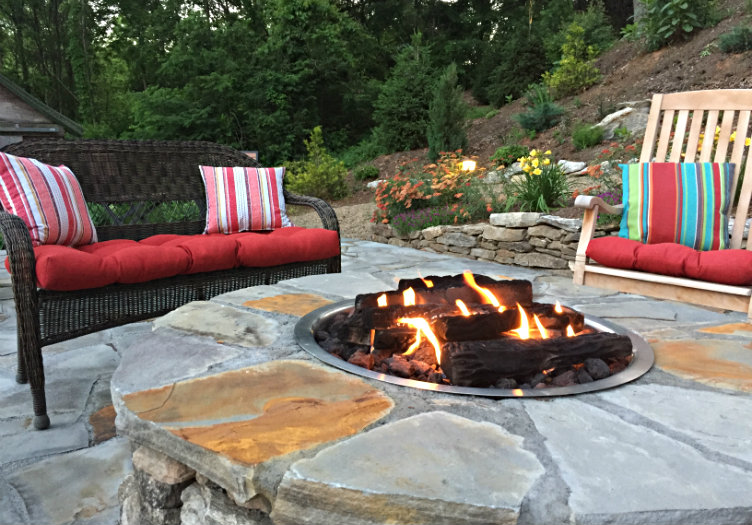 Oak-hill-on-love-lane-inn-fire-pit