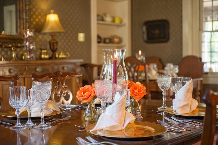 hillbrook-inn-diningroom