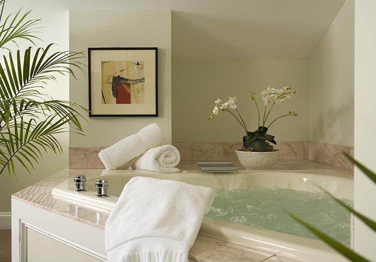 hydrangea-house-jacuzzi1