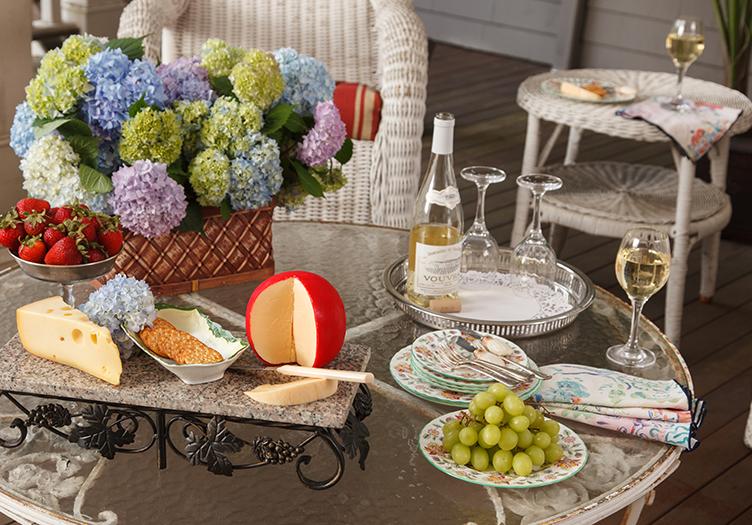 hydrangea-house-wine-cheese
