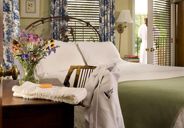 monteagle-inn-bedroom