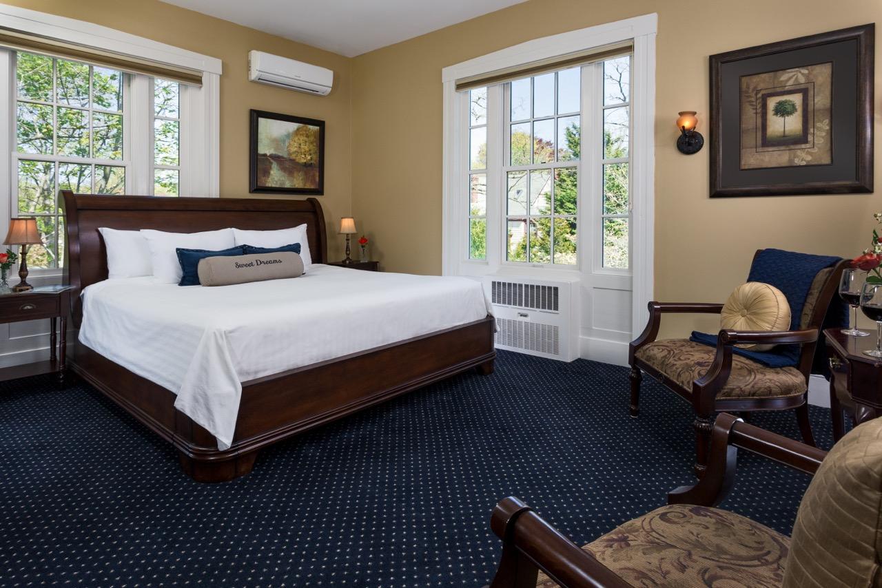the captains manor inn bedroom