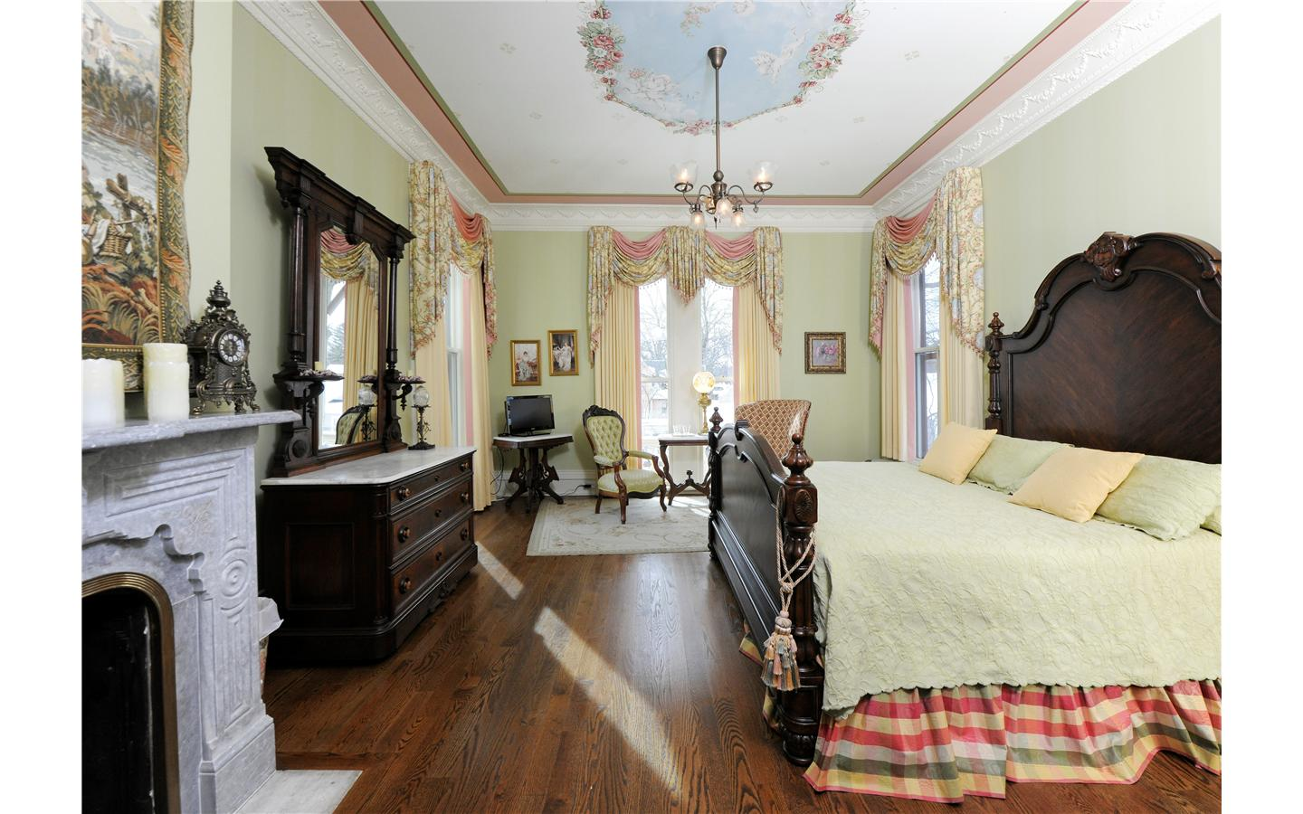 Silas Robbins Cupids and Roses Room