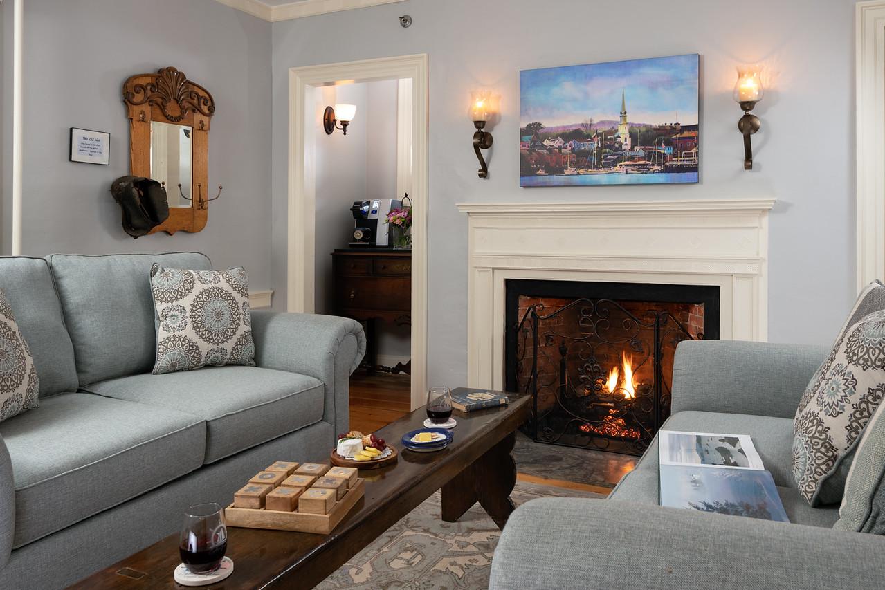 HUNT Sitting CG Fireplace - CMBZ