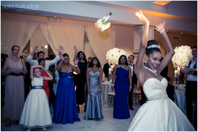 bouquet toss photography