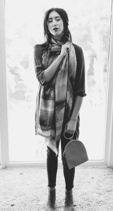 Tilo scarf. OMC pouch. Equipment tunic. Frame jeans.