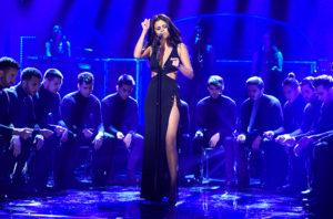 Selena-Gomez-SNL-performance-2016-billboard-650