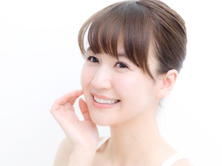 笑顔の女性の画像
