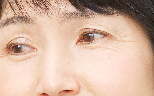 目尻が下がった女性の画像