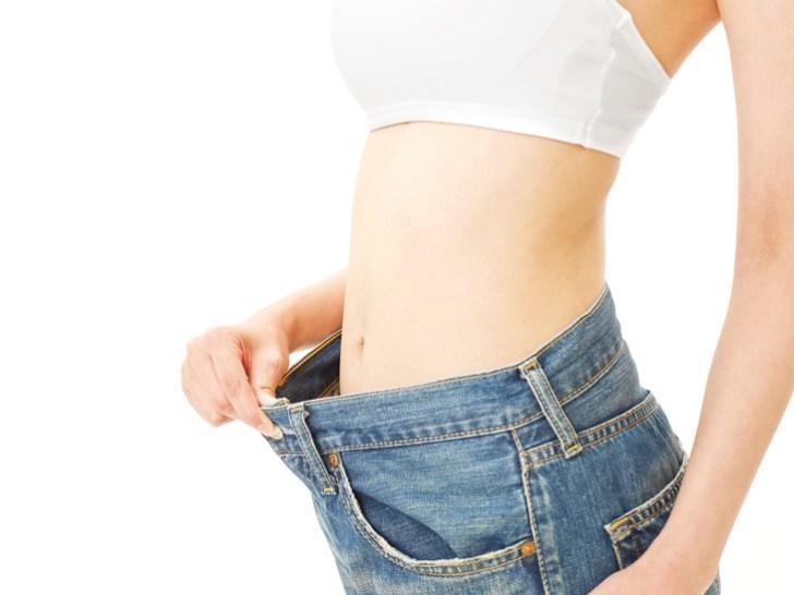 ダイエットをしている女性の画像