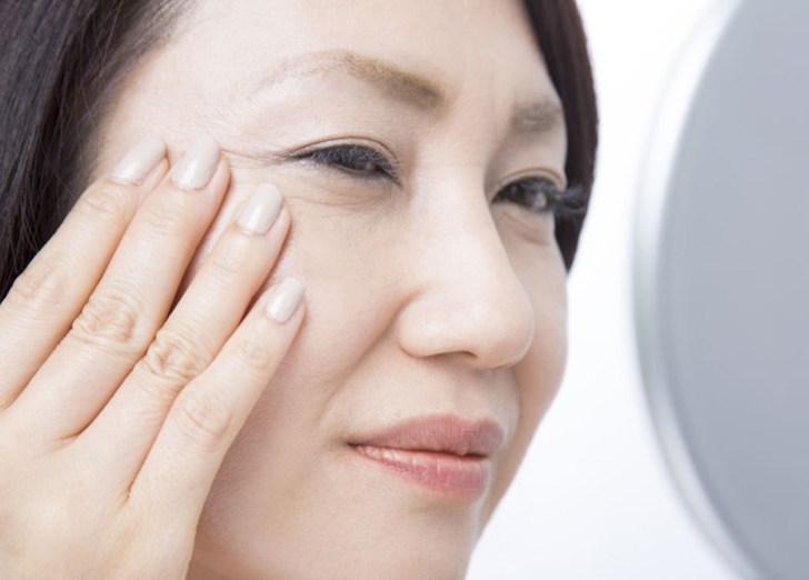 顔のヒリヒリを改善したい女性の画像