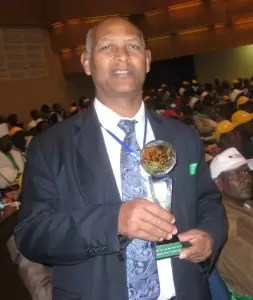 Dr Wubshet Berhanu of Self Help Africa receives his national award.