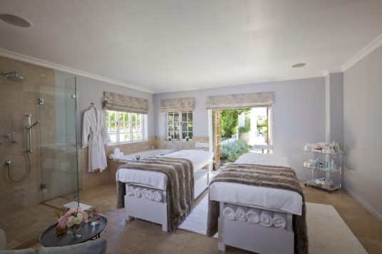 Double-Treatment-Room-at-Steenberg-Spa
