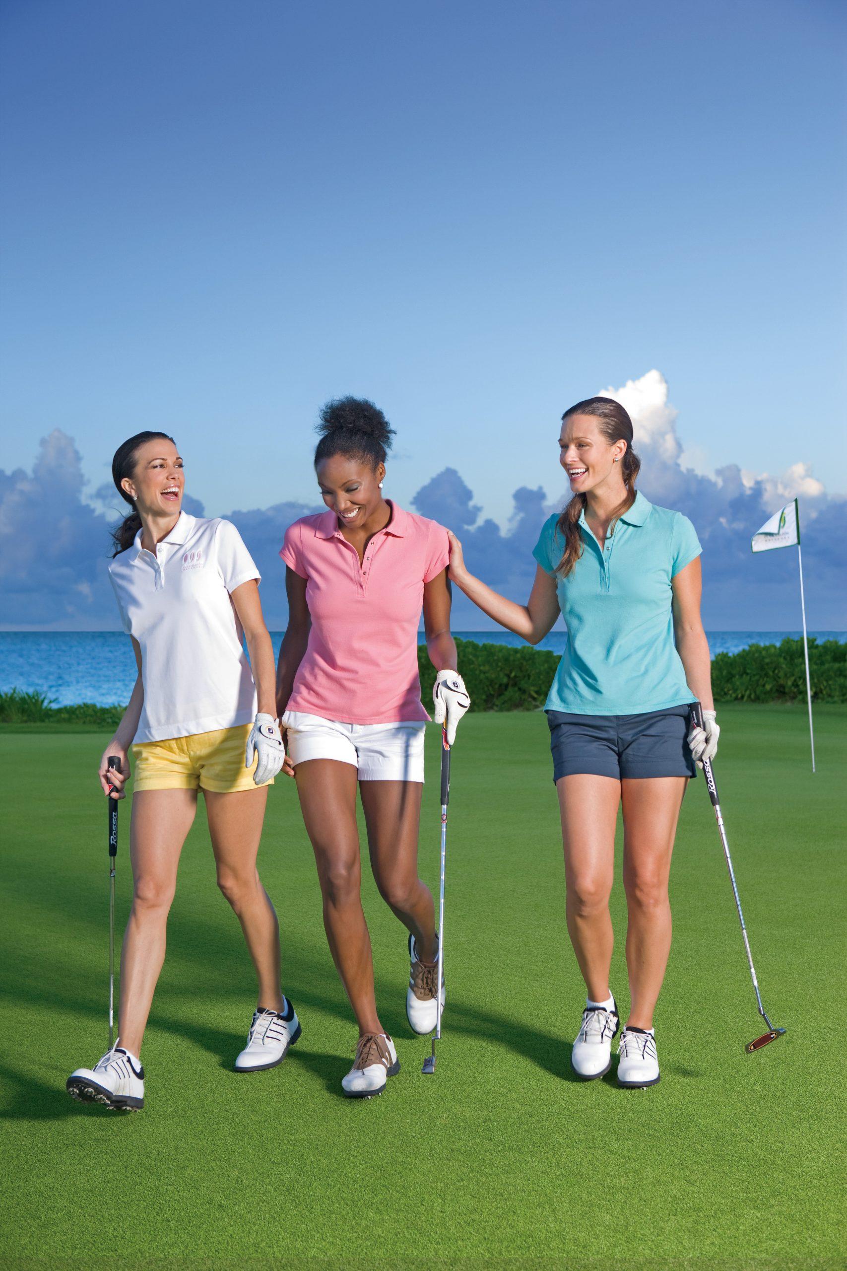girlfriends golf on SelfishMe Travel
