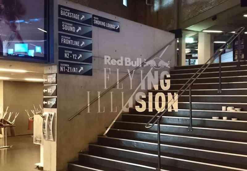 Anamorphotisches-Tape-Graffiti-Red Bull-Flying-Steps-Show-Zürich-2015