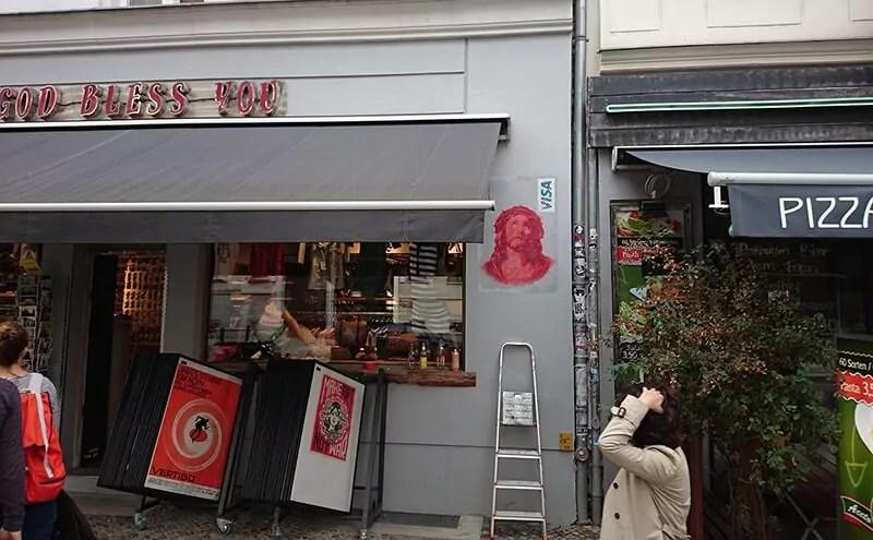 Jesus Visa Card- Schablonen Street Art von Ostap- Berlin Kastanienallee 2013