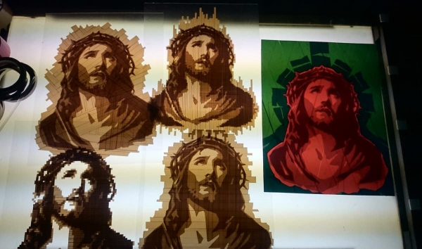 OMG- Jesus-Porträts-Paketklebeband-Kunstwerk-Nahaufnahme-02