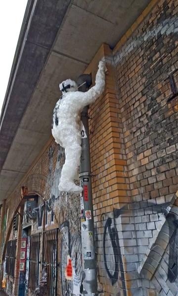 close up- Detlef the climbing sprayer- tape street art sculpture by Selfmadecrew