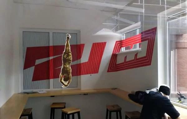 Zweitausend Kantine Flying Steps Academy- Klebeband Kunst Auftrag