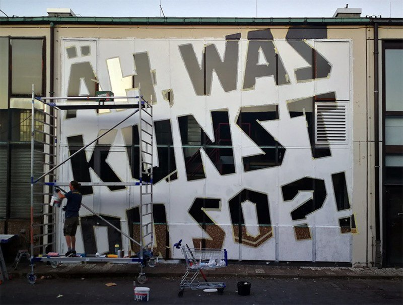 Nur weiße Farbe- Minimalistische Graffiti Mural