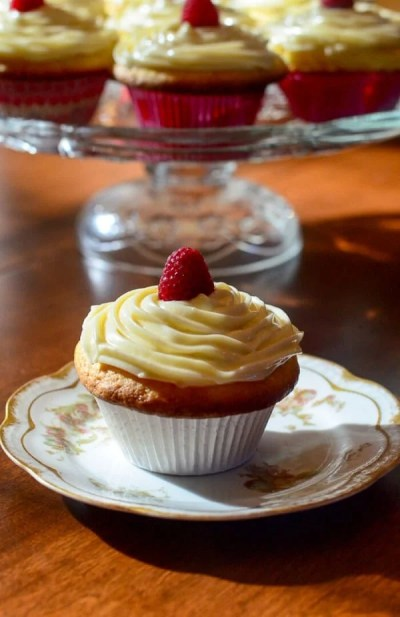 Lemon-Raspberry-Cupcakes-with-Lemon-Curd-Frosting-081-1-e1452884894440 (1)